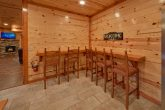 Spacious 6 Bedroom Cabin with Bar Dining Table