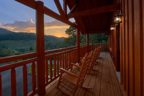 Large 6 Bedroom Cabin with a View Sleeps 16 - Amazing Grace