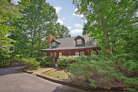 Featured Property Photo - Amazing Majestic Oaks