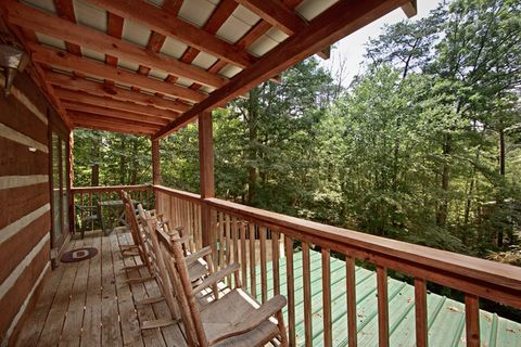 Cabin with Wooded Views - Amazing Majestic Oaks