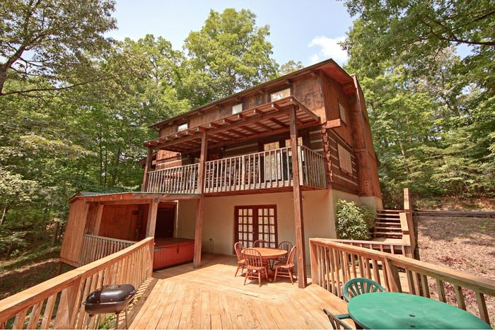 Cabin with Private Back Deck and Hot Tub - Amazing Majestic Oaks