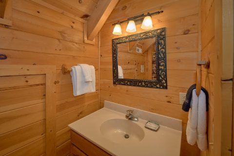 American Honey 3 Bedroom 3 Bath Cabin Sleeps 8 - American Honey
