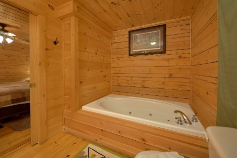 Master Suite with Jacuzzi Tub - American Honey