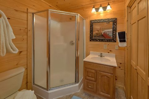 Walk In Shower 3 Bedroom Cabin - American Honey