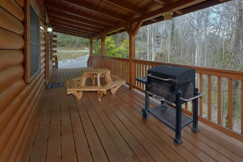 3 Bedroom Cabin Charcoal Gril and Table - American Honey