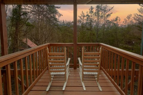 Gatlinburg Cabin with Rocking Chairs 3 Bedroom - American Honey