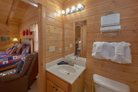 Rustic cabin with 2 private baths - American Pie