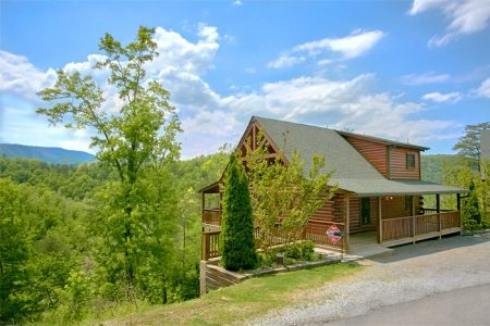 Cherokee Creekside: 2 Bedroom Sevierville Cabin Rental