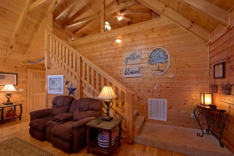 Spacious Living room in 2 Bedroom cabin - American Pie