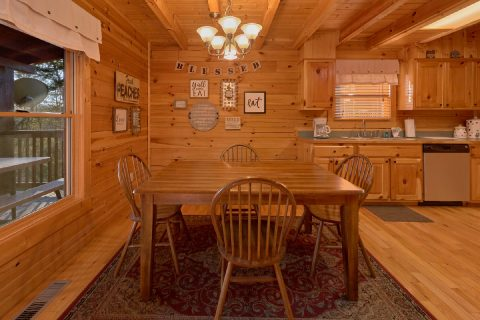 Cozy Dining Area for 6 in 2 bedroom cabin - American Pie