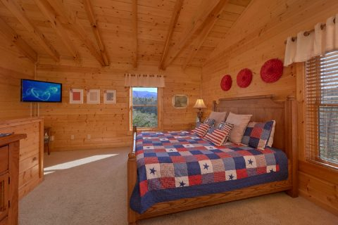 King bedroom and bath in 2 bedroom cabin - American Pie