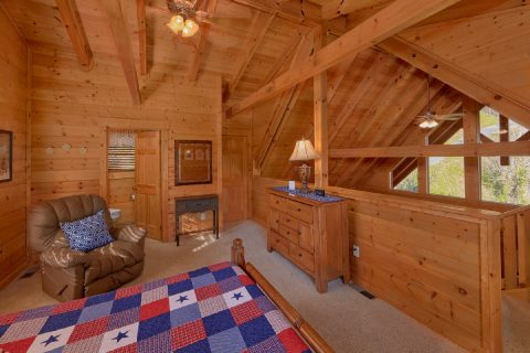 Spacious King Suite in 2 bedroom cabin - American Pie