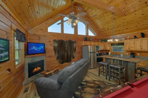 Cozy 1 Bedroom Cabin with living room fireplace - Angel Haven