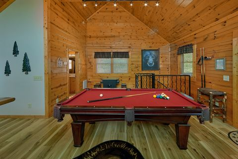 1 bedroom cabin with pool table and arcade game - Angel Haven