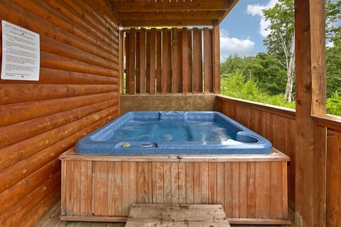 1 bedroom Pigeon Forge cabin with hot tub - Angel Haven