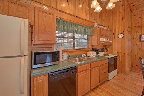 Honeymoon Cabin with Full Kitchen - Angels Attic