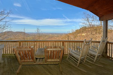 1 Bedroom Cabin with Rocking Chairs and Views - Angels Attic