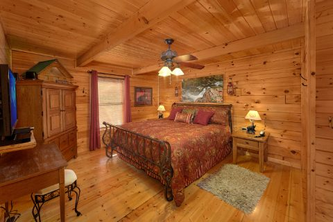Main Floor Master Bedroom in 2 Bedroom cabin - Angel's Landing