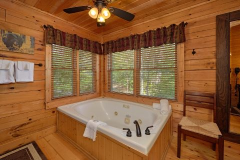 Private Master Bathroom with Jacuzzi Tub - Angel's Landing