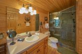 2 Bedroom Luxury Cabin with oversize Shower
