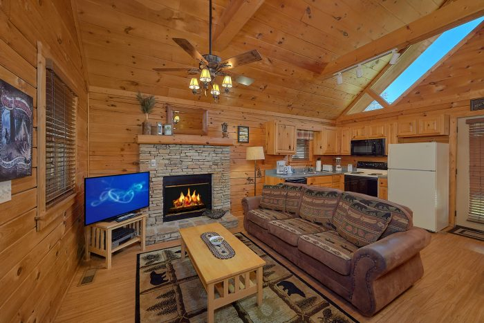 Honeymoon Cabin with Full Kitchen & Dining Area - Angel's Ridge