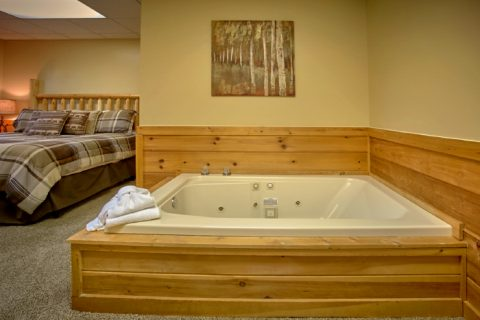 Cabin with Master Suite and Private Jacuzzi Tub - Angel's Ridge