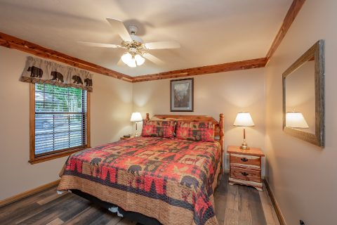 Queen Bedroom Sleeps 10 - Appalachian Bear Den