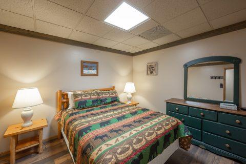 Rustic Cabin with Queen Bedroom Sleeps 10 - Appalachian Bear Den