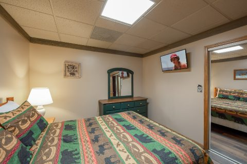 Lower Level Queen Bedroom with TV and WiFi - Appalachian Bear Den