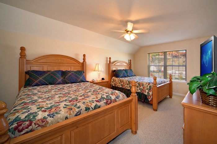 Vacation Home with Queen Beds - Applewood