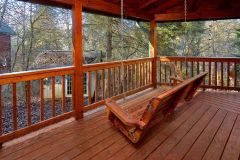 Secluded cabin with Porch Swing and Fire Pit - April's Diamond