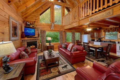 Luxury 2 bedroom cabin with Fireplace - April's Diamond