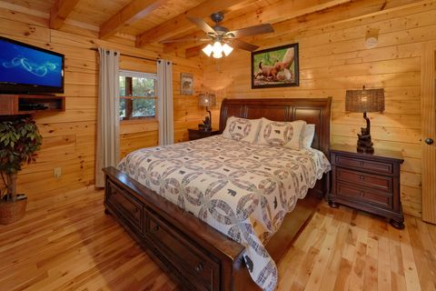 Spacious 2 bedroom cabin with King bedroom - April's Diamond