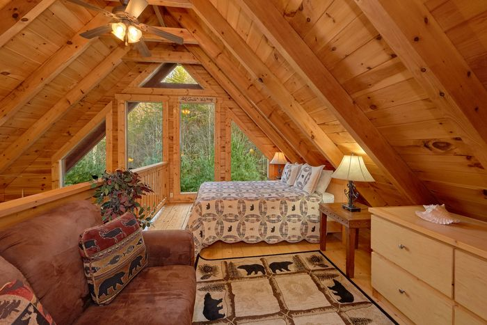2 Bedroom Cabin with extra loft bedroom - April's Diamond