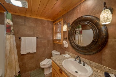 6 Bedroom 6 1/2 Bath Cabin Sleeps 14 - Arrowhead View Lodge