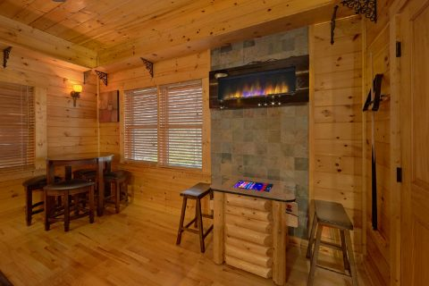 6 Bedroom Cabin with Large Game Room Sleeps 14 - Arrowhead View Lodge