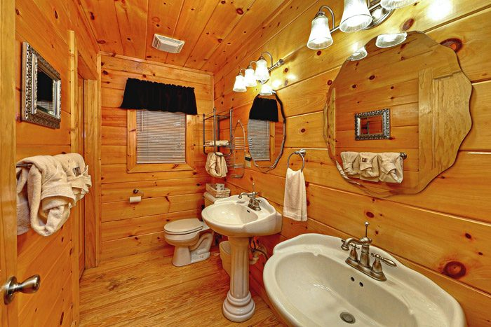 Cabin with Master Suite Bathroom - At Trails End