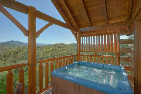 Private Hot Tub with a View 3 Bedroom Cabin - Aurora