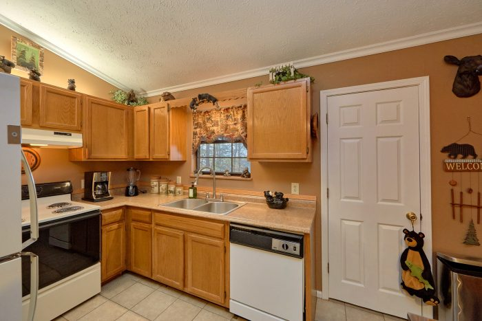 Spacious Pigeon Forge Cabin with Full Kitchen - Autumn Breeze