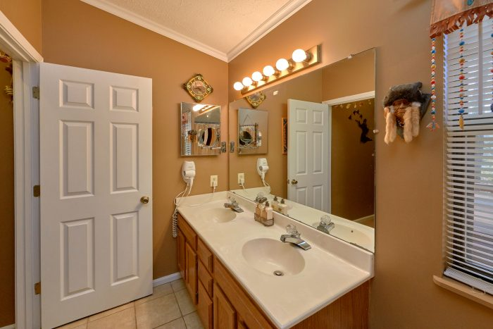 Master Suite with Connecting Full Bathroom - Autumn Breeze
