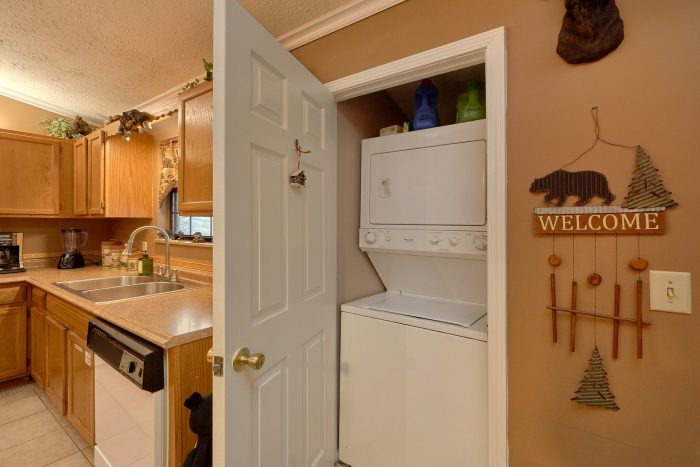Cabin near Pigeon Forge with Washer and Dryer - Autumn Breeze