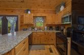 Luxury cabin with full kitchen and 2 bedrooms