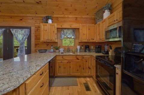 Luxury cabin with full kitchen and 2 bedrooms - Autumn Breeze
