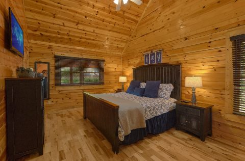 Pigeon Forge Cabin with 2 Master Baths - Autumn Breeze