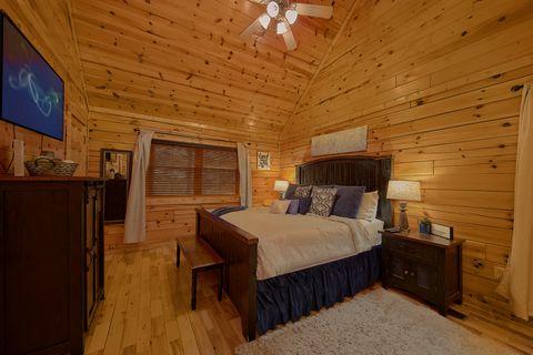 2 bedroom cabin with luxurious Master Bedroom - Autumn Breeze