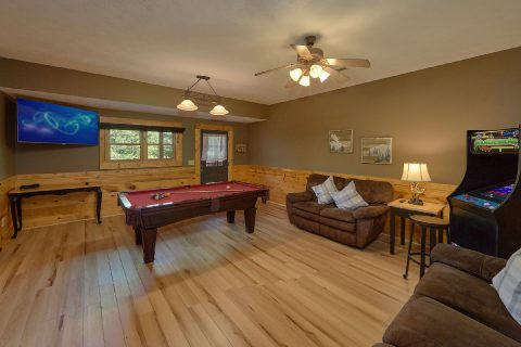 Game Room with Pool Table in 2 bedroom cabin - Autumn Breeze