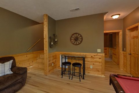 2 bedroom cabin with Game Room - Autumn Breeze