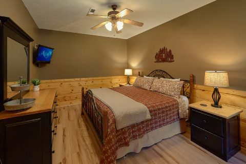 Pigeon Forge 2 bedroom cabin with king bedroom - Autumn Breeze