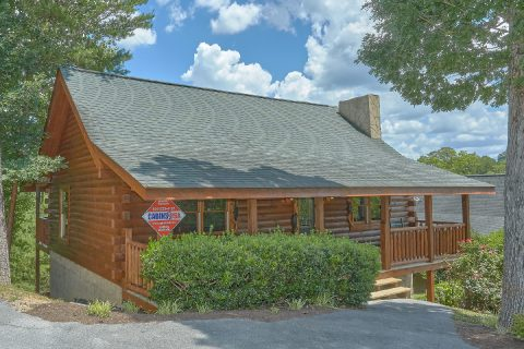 2 Bedroom Pigeon Forge cabin with flat parking - Autumn Breeze