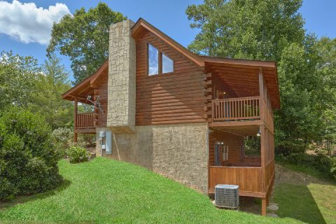 Resort cabin with 2 decks and hot tub - Autumn Breeze